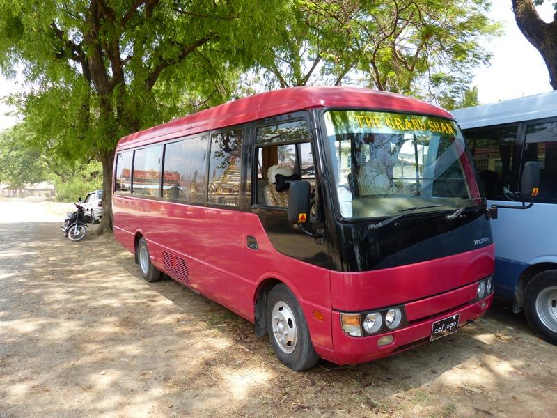 Fuso_Mini_Bus-18.JPG