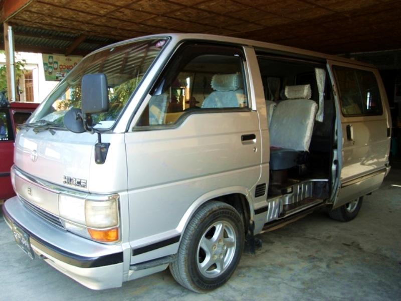Hiace-9_seater-grand.JPG