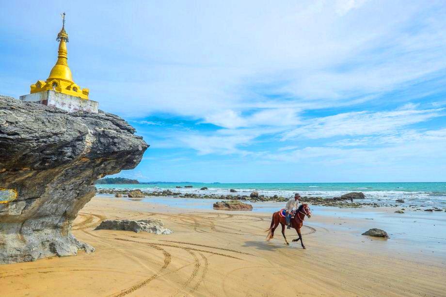 ngwesaung-beach12.jpg