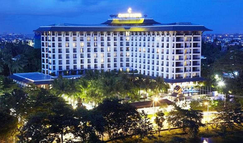 Chatrium-Hotel-Royal-Lake-Yangon-9.jpg