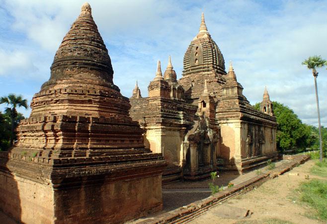 Gubyaukgyi-Temple-Myinkaba.jpg