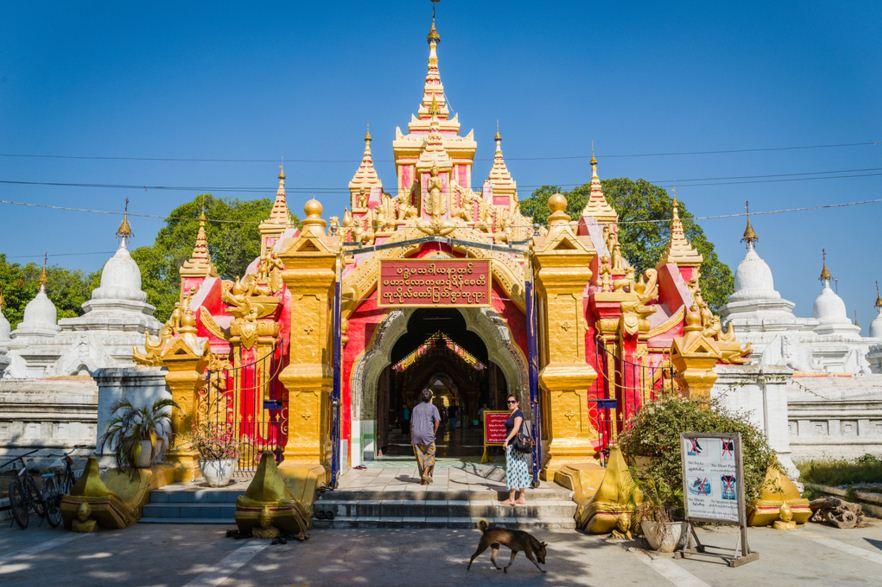 Kuthodaw-Pagoda-in-Mandalay.JPG