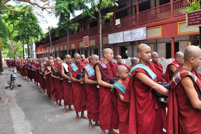 Mahagandayon-Monestry.jpg