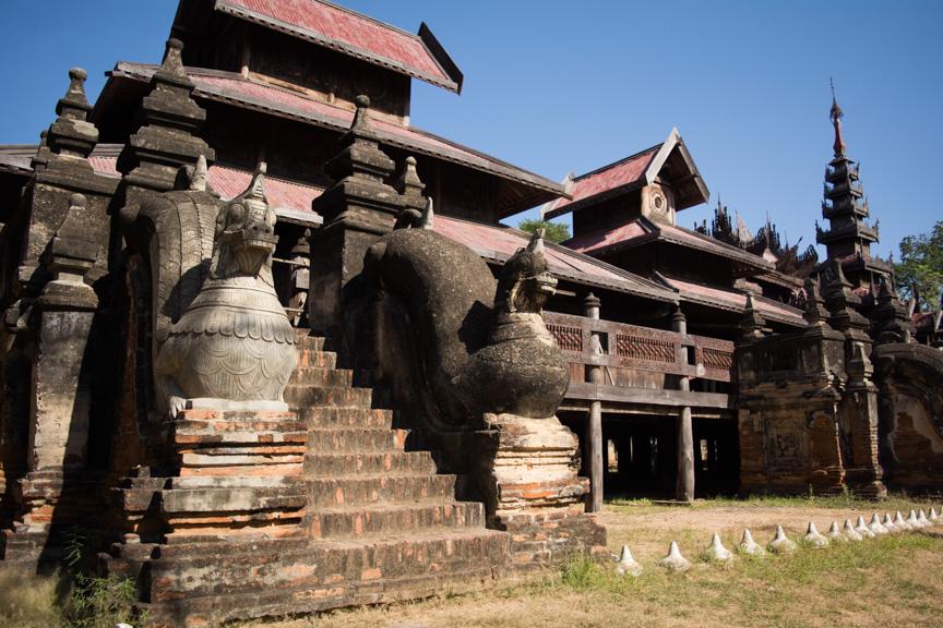 Yoke-Sone-Kyaung-Monastery,salay_2.jpg