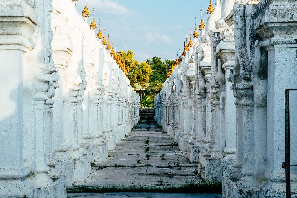 Mandalay-Kuthodaw-Pagoda.jpg